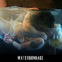 Связанная рабыня с силиконовыми дойками выдержала пытки водой