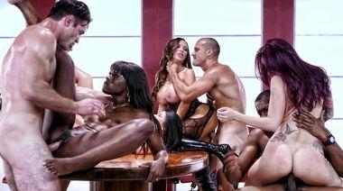 Секс оргия на восемь человек в порно пародии «Охотников за приведениями»