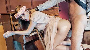 Студентка театрального колледжа развела на еблю преподавателя