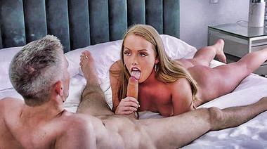 Специалист по анальному сексу разрабатывает задницу Ashley Red
