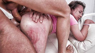 Глубоко и грубо поимели жопу Майи Би на порно кастинге
