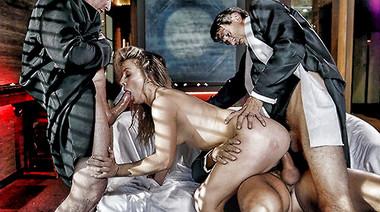 Священники устроили тройное проникновение для грешной студентки